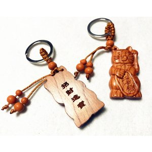 キーホルダー 木製 木彫り招き猫柄キーホルダー 幸せを運ぶキーホルダー 可愛い takouya