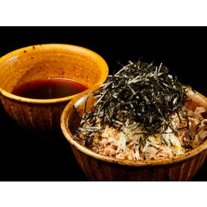 都内で数店舗展開している「なぜ蕎麦にラー油を入れるのか。」の本店、「池袋 壬生」。従来の日本蕎麦とは...