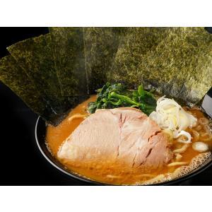 家系の銘店跡地に、お店・器そのままに引き継ぎ開店した「藤澤家」。濃厚な豚骨ベースのスープに、醤油の風...