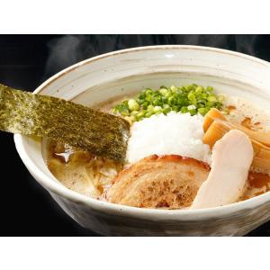 大量の鶏ガラを強火で炊き上げた鶏白湯に、厳選した魚介系素材を合わせた濃厚スープ!さらに、モチモチとし...