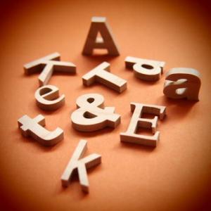 木製切文字アルファベット(英字) 楓(かえで)2cmの木の文字|tanakahorutun