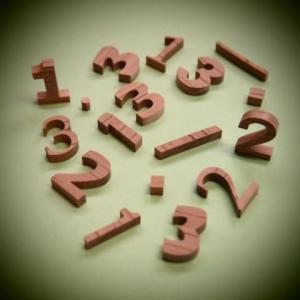 木製切文字数字 欅2cm木の文字|tanakahorutun