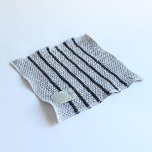 ヨーロッパリネンにラミーをブレンドした麻と綿素材を使用したハンカチシリーズです。麻は吸水性に優れてお...