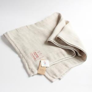 リネン50%、綿50%で織られた三重ガーゼのタオルです。麻が入っていることで、とても丈夫で、使い込む...