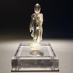 【仏像】釈迦如来 如来遊行像 水晶製 小さな仏像 8.5cm【送料無料】|taradou