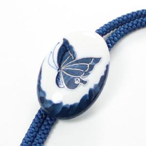 有田焼伊万里焼で知られる陶芸磁器ループタイ。染付蝶紋様。|tatikawa
