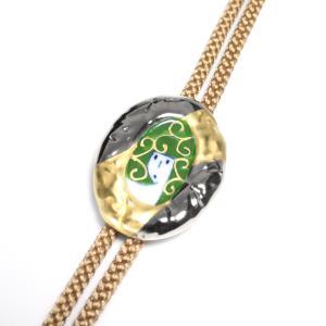 伊万里焼有田焼で知られる陶芸磁器ループタイ。縁金彩唐草人形グリーン|tatikawa