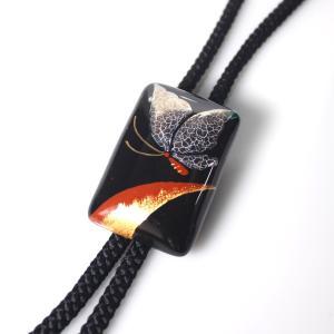 伊万里焼有田焼で知られる陶芸磁器ループタイ。黒釉金彩貫入蝶。|tatikawa