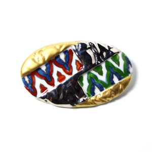 有田焼伊万里焼で知られる陶芸磁器ブローチ。金彩染錦紋様。|tatikawa