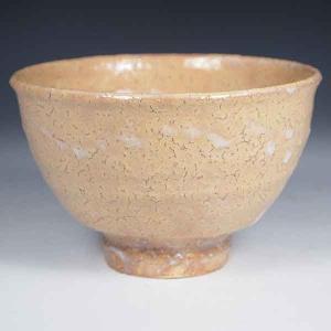 本格的な萩焼の井戸茶碗をお値打ち価格で。 枇杷色の素地に幕釉の景色が味わい深いです。井戸形のお手本の...