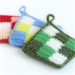 カフェキッチンで編む使いやすいスクエアタワシ 3色のブロック模様 エコたわし ダルマ 横田毛糸 手編みキット 編み図|teamiohenya