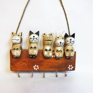 小さくて可愛い5匹の動物がお行儀よく並んでいます。 キーフック(鍵かけ)です。  左からブタ、イヌ、...