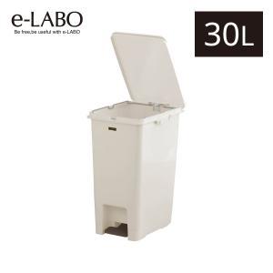 手を汚さずに捨てられるペダル式ゴミ箱です。容量は30リットル。キッチンやリビングなど、幅広いシーンで...