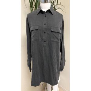 ◆ランク◆AA<br><br>無印良品の長袖シャツ。胸元までボタンがついたオ...