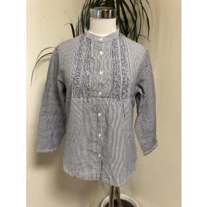 ◆ランク◆AA<br>無印良品のスタンドカラーの7分袖シャツ。白、水色のストライプです。...