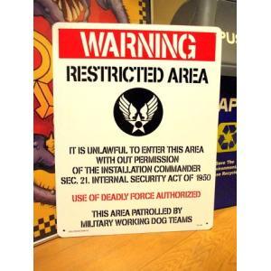 ラージプラスチックサインボード(WARNING RESTRICTED AREA) エアフォース 看板 インテリア アメリカ雑貨 アメリカン雑貨|texas4619