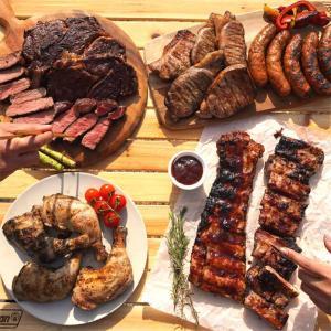 【洋風焼肉セット・BBQセット/ブロック肉、生ソーセージ、リブソース付きなど】  何と!合計約4.6...