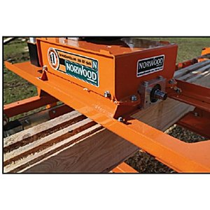 Norwood社製ログモルダー エンジン式 移動製材機  LX26 丸太 製材|themokkoukikai