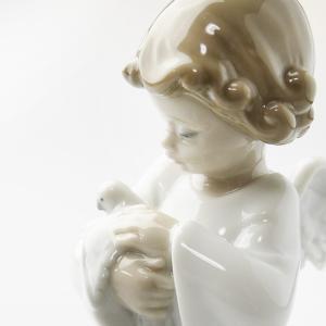 LLADRO  リヤドロ  優しい翼 8245 フィギュリン 高さ 13cm 天使 男の子 鳩  磁器人形    therichcojp