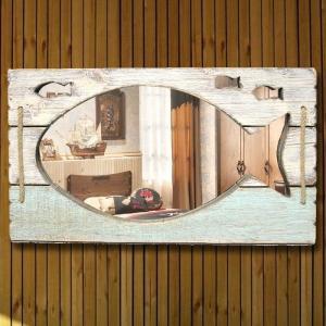 おさかな型 壁掛けミラー フィッシュウォールミラー 魚の形にくり抜かれたかわいいデザイン鏡【インテリア 雑貨】|three-stone-ys