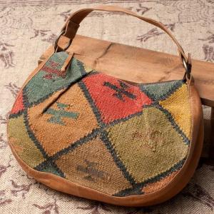 送料無料 キリム ダリー ジュート バッグ ショルダーバッグ 〔一点物〕伝統を紡いだ インドキリムのムーンショルダーバッグ Kilim Dhurrie Bag かばん ポーチ|tirakita-shop
