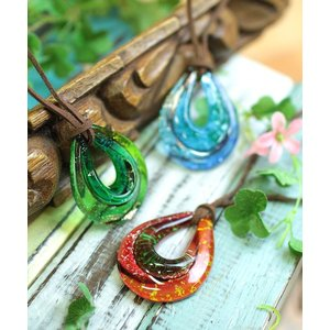 ◆商品について  存在感たっぷりのガラス製ネックレス。 つけるだけでアジアン風やボヘミアン風のスタイ...
