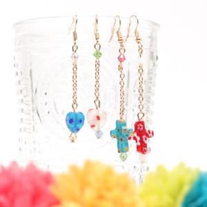 ◆商品について◆  ゆらゆら揺れるガラスパーツがキュートな、ピアス。 左右違う色・柄で、涼しげな可愛...