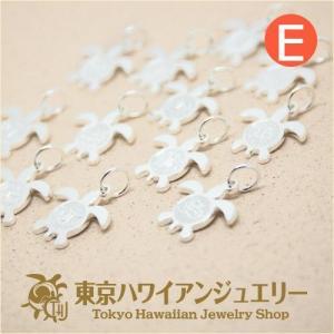 可愛さナンバー1のホヌイニシャルチャーム幸せを運ぶ守り神のホヌにイニシャルを入れたペンダントE /東京ハワイアンジュエリー|tk-hawaiianjewelry