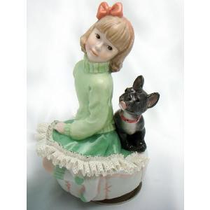 レースドール オルゴール マイ・ファミリー フレンチ・ブルドッグ TKN-2370B  【 陶器 人形 置物】 /テーケー名古屋人形製陶株式会社|tklace