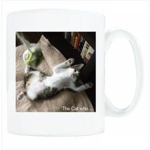 送料無料 マグカップ (ライト) The Cat who.... お手上げボギー( 直径8×高さ9.2cm ザ・キャットフー 猫 ねこ ネコ おてあげぼぎー 名入れ可能 Art MugCup Cats)|tm1