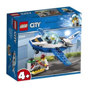 ヒーローレスキュー、出動!スカイポリスのジェットに飛び乗って、上空からレゴシティの通りをパトロールし...