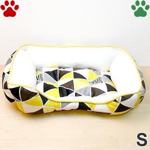 在庫処分 / モチモチ スクエアベッド 三角柄 S 45×35×15cm イエロー ペットベッド 角型 かわいい ふわふわ 黄 SB-91 大阪杉本|tokoton-dogfood