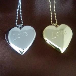 定番!ハートロケットペンダントです。 定番のロングセラー商品です。 「Love」の文字が浮き出た輝く...