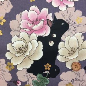 和柄 QUILT GATE 【 花と黒猫 】ねこ ラメ入り  シーチング生地 (ラベンダー )