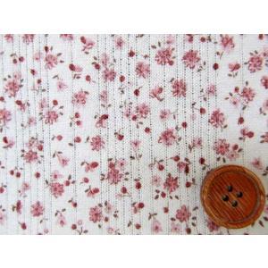 値下げしました。巾134cm 針抜裏毛ニット 小花柄 (ピンクの花/生成り地)  ニット生地|tomoya