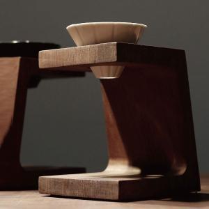 アイアンウッドの原木を手彫りした存在感溢れるコーヒースタンド  ウーデンカーブとは、ウリン(アイアン...