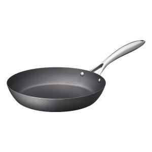 ビタクラフト独自の特殊な熱処理をした錆びにくく、こびりつきにくい鉄フライパンです。 鍋に特殊な熱処理...