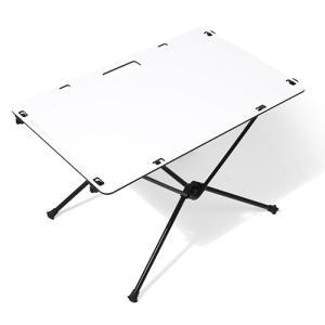 天板が硬いタイプのテーブルセット。 天板は小さくはなりませんが、濡れや汚れた際すぐにきれいにすること...