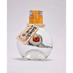 瓶をのぞくとあら不思議。 「目玉おやじ」が浮き出て見えます。 これを飲むと「めがでーけん」(目が出る...