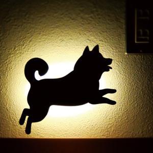 ウォールライト 壁面ライト フットライト 音感センサー LEDライト 電池式ライト 間接照明 柴犬 犬 シバウォールライト ジャンプ メーカー直販|toyocase-store