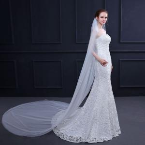 輝いた花嫁にふさわしいウエディングベールです。  サイズ:長さ約500cm  階層:2層  セット内...