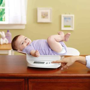 新生児から20kgまで計量できる体重計。お子様が自分で立てるようになったら、トレイをはずして使用でき...