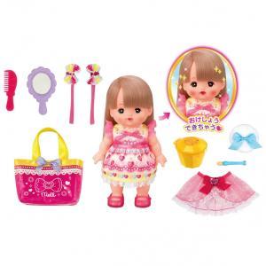 メルちゃんにいろいろなおしゃれをしてあげられる、お人形セットです。氷水を使ってメルちゃんをメイクアッ...