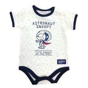 人気キャラクターSNOOPYのロンパースです。宇宙飛行士の姿をしたスヌーピーの登場から50周年を記念...
