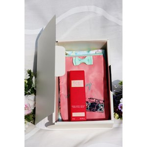 ロクシタン ハンドクリーム クリスマスプレゼント ギフトセット(ブック型BOX入り 携帯ショルダーセット )  L'OCCITANE LOCCITANE 可愛い 誕生日 女性の画像