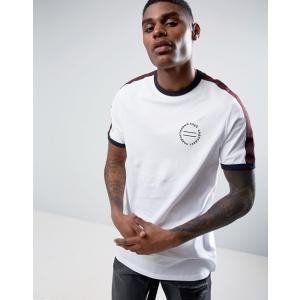エイソス Tシャツ メンズ 半袖 ホワイト ASOS Longline T-Shirt With Retro Chest Print & Shoulder Tape|trendcruising
