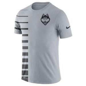 ナイキ メンズ NCAA カレッジ Tシャツ UConn Huskies Nike 2017 Phil Knight Invitational Disrupt Dri-FIT T-Shirt Gray|troishomme