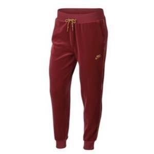 ナイキ レディース/ウーマン ジョガーパンツ Nike Velour Jogger スウェット Red Crush/Wheat Gold|troishomme