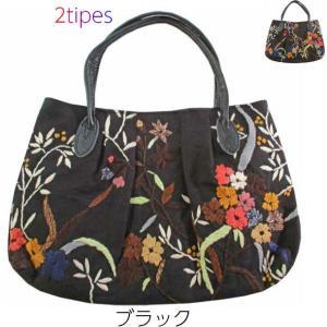 素朴ながら手の込んだ花刺繍のミニバッグ。個性的な配色です。ハンドメイドの魅力がいっぱい。好き嫌いのな...