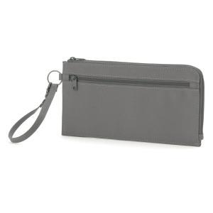 旅先で通貨やメモ類などを分けて収納できるクリアポケット付のパスポートケースです。  クリアポケット3...